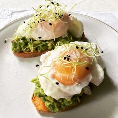 Brunch Party, Healthy Recipes, Healthy Food, Salmon Burgers, Avocado Toast, Picnic, Food And Drink, Bowl, Breakfast