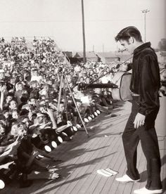 """September marks 59 years since Elvis gave his iconic """"Homecoming"""" performances in Tupelo. In an interview, Elvis… Rock And Roll, Tupelo Mississippi, Young Elvis, Jailhouse Rock, Early Middle Ages, Elvis Presley Photos, Latest Albums, Graceland, Alter"""