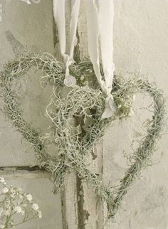 35 Creative DIY Heart Symbols Another heart wreath without the flowers and more vines and small bran Moss Wreath, Diy Wreath, Grapevine Wreath, Deco Noel Nature, Christmas Crafts, Christmas Decorations, White Christmas, Christmas Ideas, Christmas Wreaths