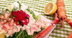 Klassisk dansk skagenrøre på menyen i dag. Herlig smørbrød med reker, krepsehaler og søtlig syltet rødløk.
