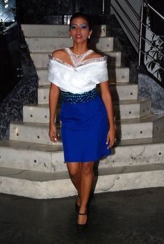 Conjunto de falda Azul con detalle de Saburete Mola en la cintura, combinado a la perfeccion en una blusa de hilo y organza como accesorio collar de chaquira.  Siguenos en instagram guairabyjt