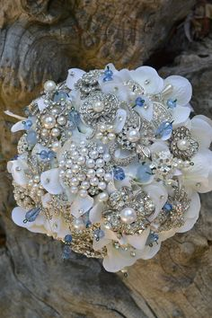 bouquet brooches wedding flowers south asian indian More inspiration at http://www.modernrani.com