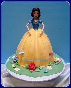 https://flic.kr/p/cwDV1d | Snow White Birthday Cake | 3D Snow White birthday cake