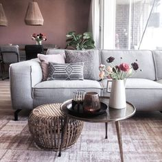 TRENDHOPPER THUIS. 💛 Je bank is dé eyecatcher van jouw woonkamer of je nu voor kleurrijk kiest of voor een neutrale kleur. Zo creëren @postfrommars en @studio_saranne beide een totaal andere sfeer! 😍📷 Wil je ook jouw foto terug zien op onze Instagram? Plaats dan een foto met één van onze Trendhopper-items en tag ons van gebruik de #typischtrendhopper. #bank #couch #sofa #woonkamer #zithoek #wonen #interieurinspiratie #interieurinspiratie #woonstyling Sofa Couch, Decor, Inspiration, Furniture, Interior Inspiration, Sofa, Table, Home, Home Decor