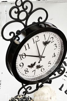 DIY Halolween Clock by the36thavenue.com...this is so cool ...and easy to do