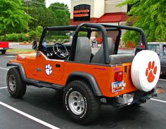 I love it! Clemson Jeep. Owner of this beauty - You are awesome. (MAKING A SMALL VERSION OF THIS FOR KAISLEYS CHRISTMAS!)