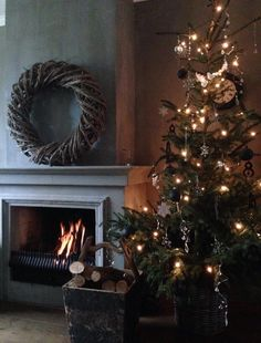 I will never need a fireplace in Cambodia but oh I do love this. Cottage Christmas, Magical Christmas, Christmas Mood, Merry Little Christmas, Primitive Christmas, Country Christmas, All Things Christmas, Christmas Wreaths, Simple Christmas