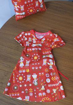 Wrap dress  Wikkeljurkje - link to technique is here: http://meisjesmama.blogspot.com/2009/02/tips-voor-een-zelfgemaakt-patroontje.html