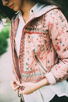 Floral Hoodie Streetstyle by Simply hued Boho Fashion, Fashion Beauty, Blazers, Cute Jackets, Western Outfits, All About Fashion, Comfortable Outfits, Sweater Shirt, Beautiful Outfits