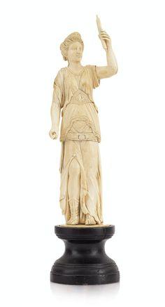 Grande statua in avorio europeo