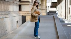 Wetten, diesen coolen Sneaker sehen wir im Herbst überall. New Balance, Normcore, Outfit, Coat, Sneakers, Jackets, Fashion, New Shoes, New Fashion Trends