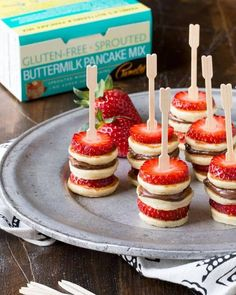 Need brunch recipes? These make ahead Gluten-Free Mini Pancake Skewers couldn… Need brunch recipes? These make ahead Gluten-Free Mini Pancake Skewers couldn't be simpler and they look adorable on the buffet table. Pamela's Gluten Free Sprouted Pancak Appetizers For Party, Appetizer Recipes, Appetizer Ideas, Breakfast Appetizers, Christmas Appetizers, Christmas Lunch Ideas, Toothpick Appetizers, Baby Shower Appetizers, Appetizers Table