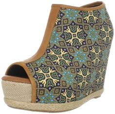"I want these wedges! Diggin' the ""ethnic"" print!"