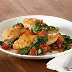 30-minute-meal: this skillet chicken dish features tomatoes, spinach and the delicious flavors of basil, garlic powder and oregano. A perfect quick and easy weeknight dinner.