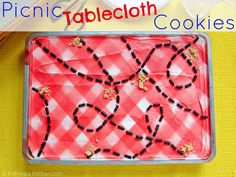 How cute is this Picnic Tablecloth dessert from @katrinaskitchen? Spotted it at the M Spotlight!!