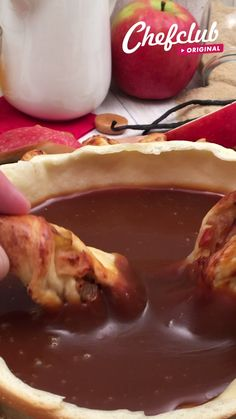 Inflatable Apple Tart! A caramel dipping frenzy 🍎😍 A delicious dessert to share with your friends. For the full recipe, visit Chefclub TV! Buzzfeed Food Videos, Buzzfeed Tasty, Cheesy Recipes, Mexican Food Recipes, Menu Original, Comida Diy, Amazing Food Videos, Twisted Recipes, Good Food