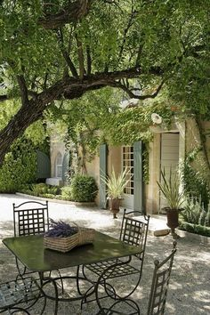 Lovely Timeless French Château Interiors & Garden - Hello Lovely - Baumanière & Spa – La Cabro d'Or in Les Baux-de-Provence ? Outdoor Rooms, Outdoor Gardens, Outdoor Living, French Country House, French Farmhouse, French Country Gardens, Backyard Patio, Backyard Landscaping, Mediterranean Garden