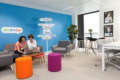 Une salle de réunion qui sert aussi de studio de tournage #Blablacar … Agency Office, Travel Office, School Design, Studio, Decoration, Room, Home Decor, Viajes, Offices