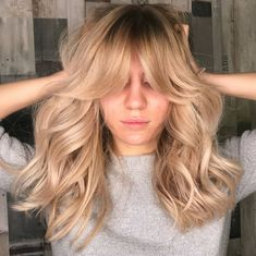 """hippie hair 136515432441259059 - Farrah Fawcett's Famous """"Big Hair"""" Is Making A Huge Comeback This 2018 In The Most Unexpected Way – Narcity Source by Blond Hairstyles, Trending Hairstyles, Straight Hairstyles, 1970s Hairstyles, Amazing Hairstyles, Fancy Hairstyles, African Hairstyles, Ponytail Hairstyles, Hairstyles Haircuts"""