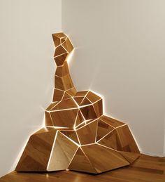 Shape Up Light Project 'Ånyå' uses waste materials from wood flooring manufacturing. Design by Caroline Carlsson in collaboration with Kährs Floors, Sweden. Wood Sculpture, Sculptures, Corner Lamp, Instalation Art, 3d Prints, Deco Design, Design Tech, Urban Design, Design Trends