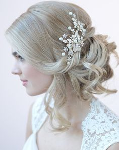 Lola Gold Pearl Floral Clip