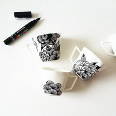DIY pimp my dish kreativ 15 Creative Sharpie DIYs Sharpie Crafts, Diy Sharpie Mug, Diy Becher, Diy Mugs, Painted Mugs, Idee Diy, Diy Projects To Try, Clay Projects, Custom Mugs