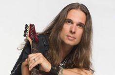 Kiko Loureiro do Angra disponibiliza novos vídeos com dicas para quem quer viver de música Best Guitar Players, Cool Guitar, Metallica, Fans, Videos, Tv, Laurus Nobilis, Living Alone, Musica