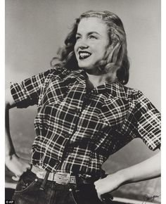 20-year-old Norma Jeane Dougherty posed for photographer Joseph Jasgur back in 1946.