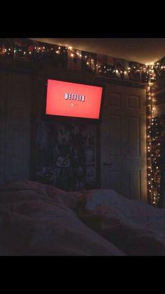 OMG Looks soooo much like my room but where the tv is, it is wider than mine ♡Alicia Vanbrocklin