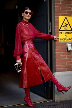 All red outfit, leather skirt, leather boots. Street style, street fashion, best street style, OOTD, OOTD Inspo, street style stalking, outfit ideas, what to wear now, Fashion Bloggers, Style, Seasonal Style, Outfit Inspiration, Trends, Looks, Outfits.