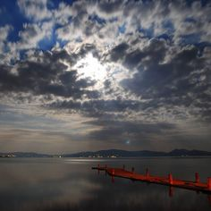 Luna piena al lago trasimeno #Photooftheday#bestoftheday #instadaily#instalike#nature#world#landscape#istaview#Mustafaseven#umbrians#umbria#umbriagram#instagood #instatravel #bestoftheday #allshots_ #instamood #lakebestpics#umbria#umbriagram#trasimenolake#trasimeno#igerumbria#lago#acqua#natura#volgoumbria_#igersumbria @chiaranovember #luna #lunapienastasera by giorgiobrusconi