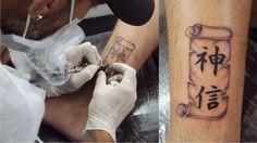 Tatuagem / Escrita / Kanjis / Deus / Fé / Pergaminho / Tornozelo / Tattoo / Writing / God / Faith /  Scroll / Ankle #studio900 #crismaia