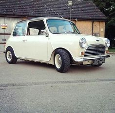 Clean mini White Mini Cooper, Mini Cooper Classic, Classic Mini, Classic Cars, Mini Morris, Mini Copper, Veteran Car, Morris Minor, Mini Clubman