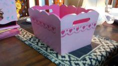 pañalera mas caja para el ajuar del bebe pintadas a mano