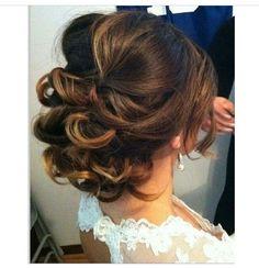 Beautiful bridal hair-up