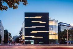 Edificio de Oficinas Monolit / Igloo Architecture