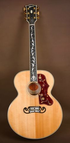 2006 Gibson SJ 200 Pearl Vine Custom Acoustic Guitar J 200 - more on www.guitaristica.org #guitartutorials #guitarlessons #guitars #guitaristica