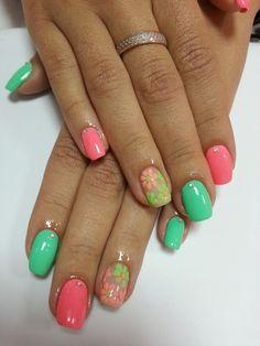 В разделе нашего сайта «Маникюр весна» собрано множество вариантов цветочных дизайнов в розово-зеленой гамме. Перед вами еще один представитель весенне-летнего ...