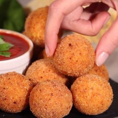 How to make the best Potato Balls coated with a super crispy paprika breading and filled with gooey and stretchy mozzarella cheese. Cheese Ball Recipes, Snack Recipes, Cooking Recipes, Buffet Recipes, Mini Pizza Recipes, Healthy Potato Recipes, Chilli Recipes, Tailgating Recipes, Easy Snacks