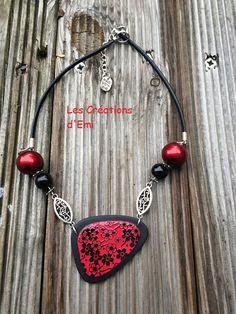 pendentif noir et rouge fimo, sérigraphie graine creative, fleur de cerisier fimo, perles vitrail fimo, silk screen polymere, emicreation