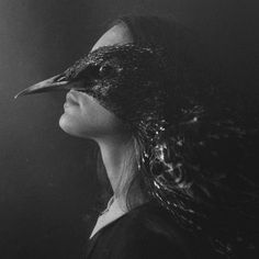 By: Laura Makabresku