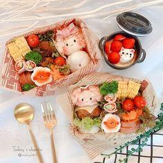 Instagram 上的 michiyo:「 ˖꙳⋆June.11.2020.˖꙳⋆ * * * *おはようございます♡ * * *今日のお弁当🍙 * *幼稚園弁当の日 * * ❁menu❁ *ライスバーガー(パパおにぎり) *人参ナムル *クルクルハムサラダ *ベビーハム *ゆで卵 *ハンバーク… 」 Cute Bento Boxes, Cheese, Instagram, Food, Meals, Yemek, Eten