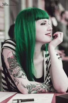 I have never wanted green hair on mysel. It's simply not my share, but she certainly looks stunning with it. -JrBP