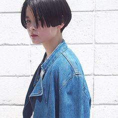 hair style ラインのあるスタイル。えりあしはきゅっと刈り上げました。フィット感を出すために、サイドは2ブロックになっています。 #hairstyle #hairdesign #shorthair #bob #haircut #ヘアスタイル #ワンレングス #かりあげ #黒髪 #ショート #kir_hair #daikanyama