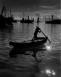 Award-wining photographer Fan Ho has won 280 awards from international exhibitions and competitions worldwide since Fan Ho was born . Fan Ho, San Jose, Great Photos, Old Photos, Shanghai, Fine Art Photography, Street Photography, Cinematic Photography, Vintage Photography
