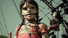 Royal de Luxe's Giant Marionettes Perform in Nantes http://vimeo.com/26550388