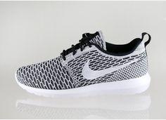quality design a4efd 42a01 Nike Flyknit Roshe Run (Black  White - Dark Grey) Nike Roshe Rennen,
