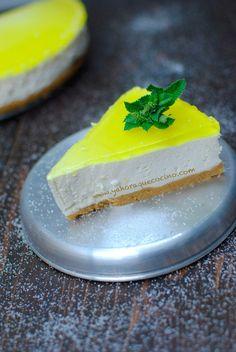 Tarta de Limón sin horno, es una receta fácil donde su relleno es un mousse de limón sin lactosa y la base está hecha con galletas sin gluten.