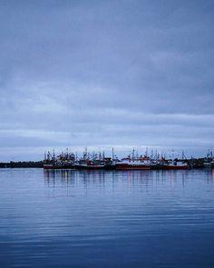 Calm evening 💙 . . #dusk #evening #arctic #island #fishingtown #harbour #sea #ocean #seaview #oceanview #seascape #fishingboat #clouds #finnmark #nature #naturephotography #naturephoto #naturegram #naturelife #naturelovers #natureperfection #norway #scandinavia #igscandinavia #loves_united_scandinavia #visitnorway #mittnorge #mittnordnorge #ig_nordnorge #greatoutdoors