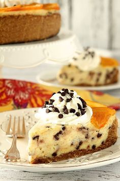 Orange Cannoli Cheesecake with Chocolate Chips | http://www.creative-culinary.com/cannoli-cheesecake/